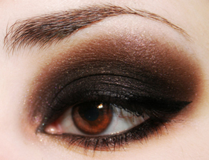 maquillage noir yeux